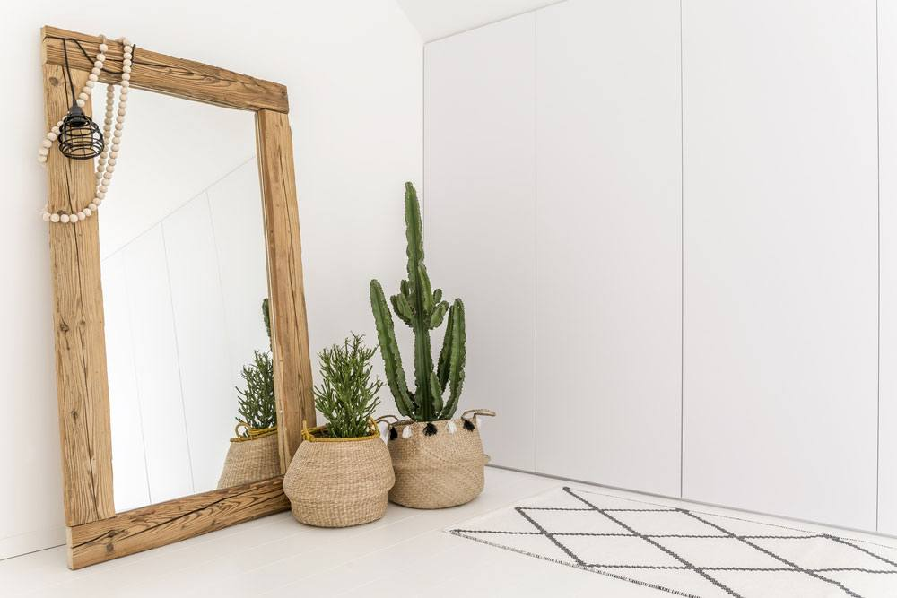 Add-Mirror-to-Room