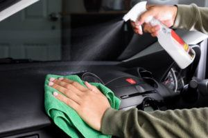 Car-Cleaning-with-Wax